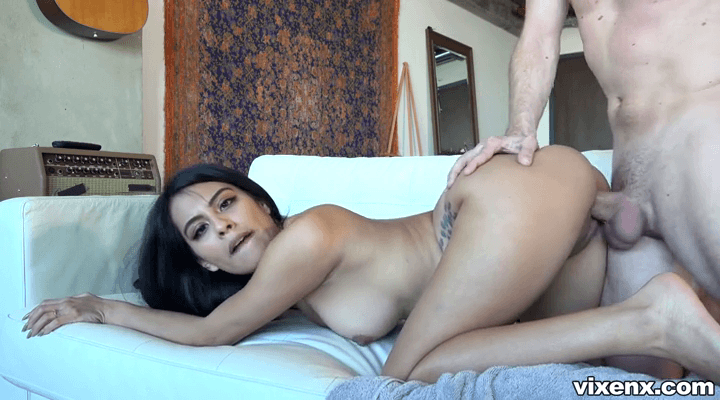 PropertySex – Monica Asis  – Nude Couch Surfing