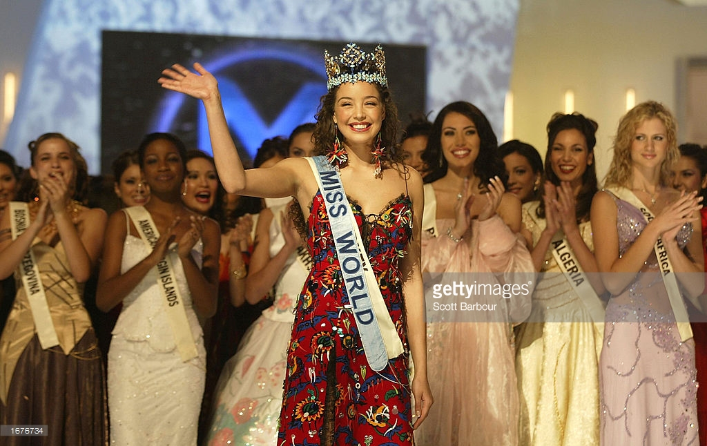 azra akin, miss world 2002. 61545273_newly-crowned-miss-world-miss-turkey-azra-akin-waves-to-the-audience-picture-id1