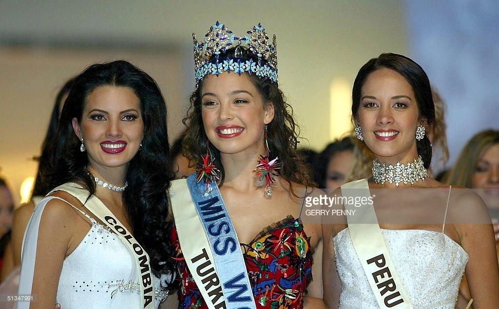 azra akin, miss world 2002. - Página 2 61546457_miss-turkey-azra-akin-after-being-crowned-2002-miss-world-with-miss-picture-id51