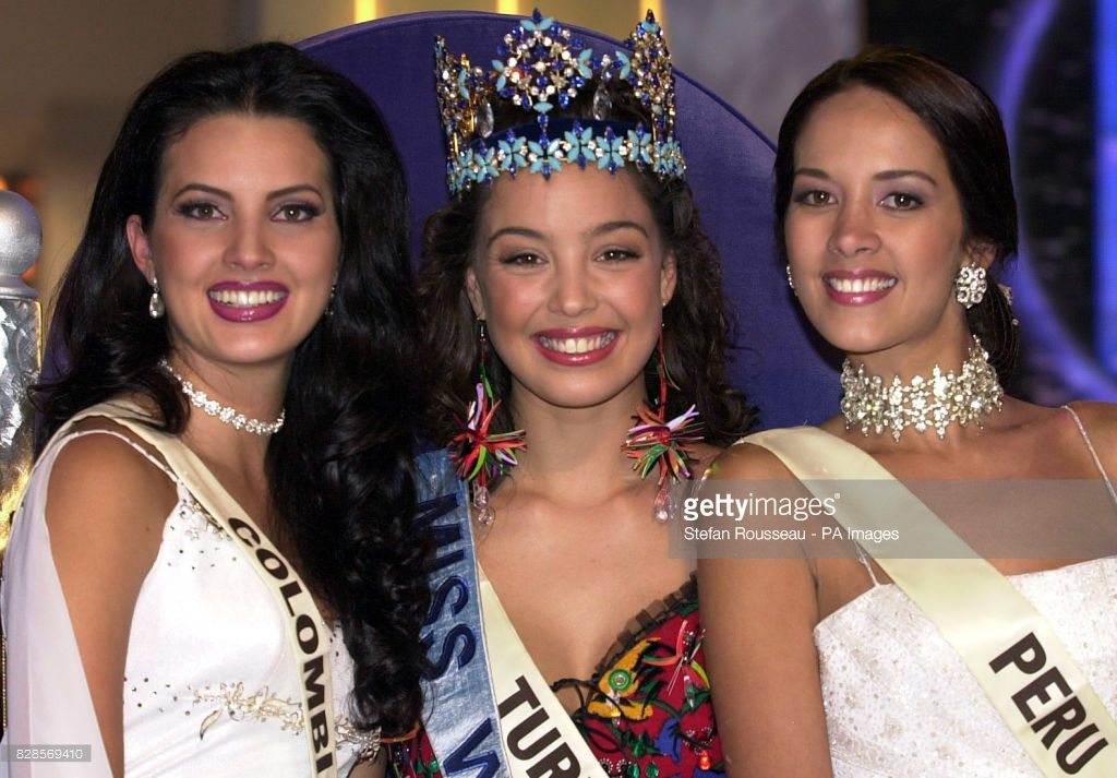 azra akin, miss world 2002. - Página 2 61546493_the-newly-crowned-miss-world-miss-turkey-miss-azra-akin-with-runner-picture-id82