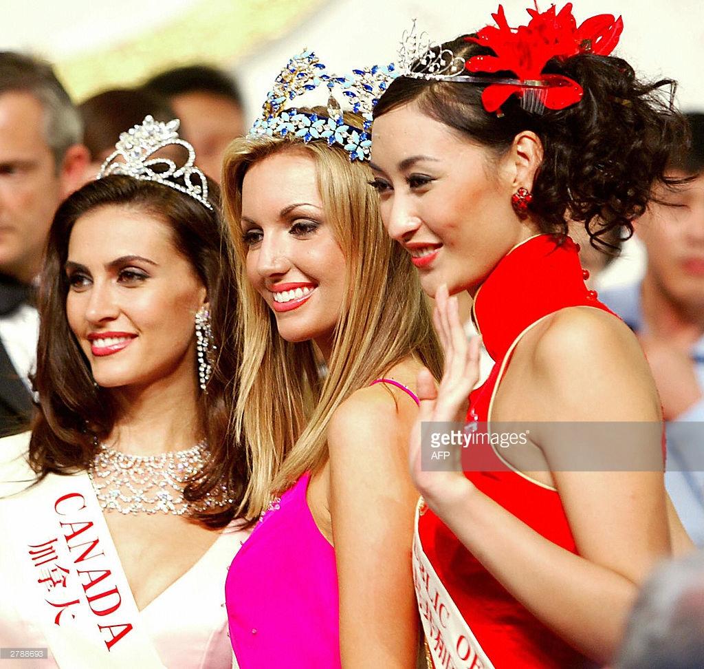 rosanna davison, miss world 2003. 61552432_newly-crowned-miss-world-2003-rosanna-davison-of-ireland-with-chinas-picture-id2
