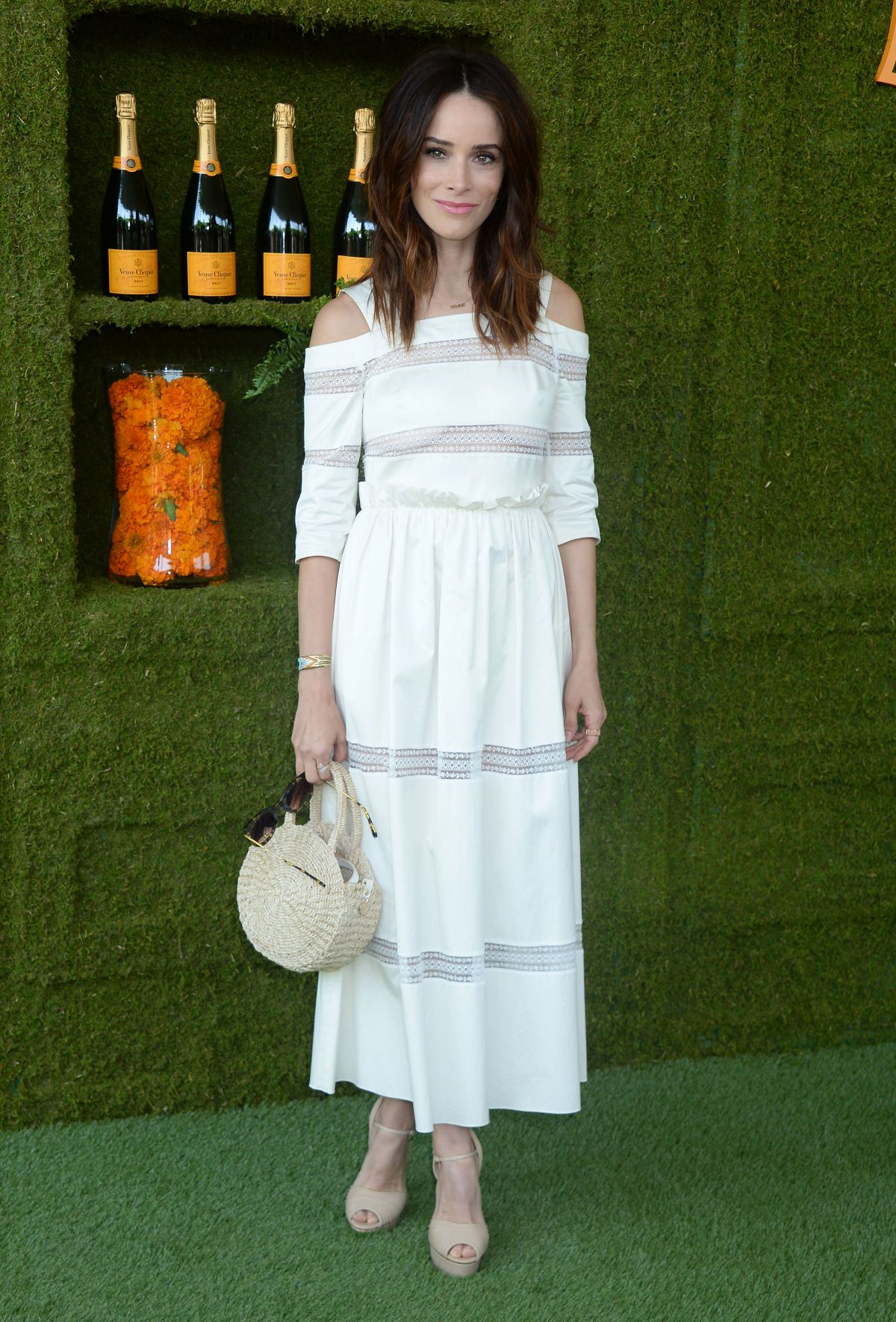 62074302_abigail-spencer-at-veuve-cliquot-polo-classic-in-la-1.jpg