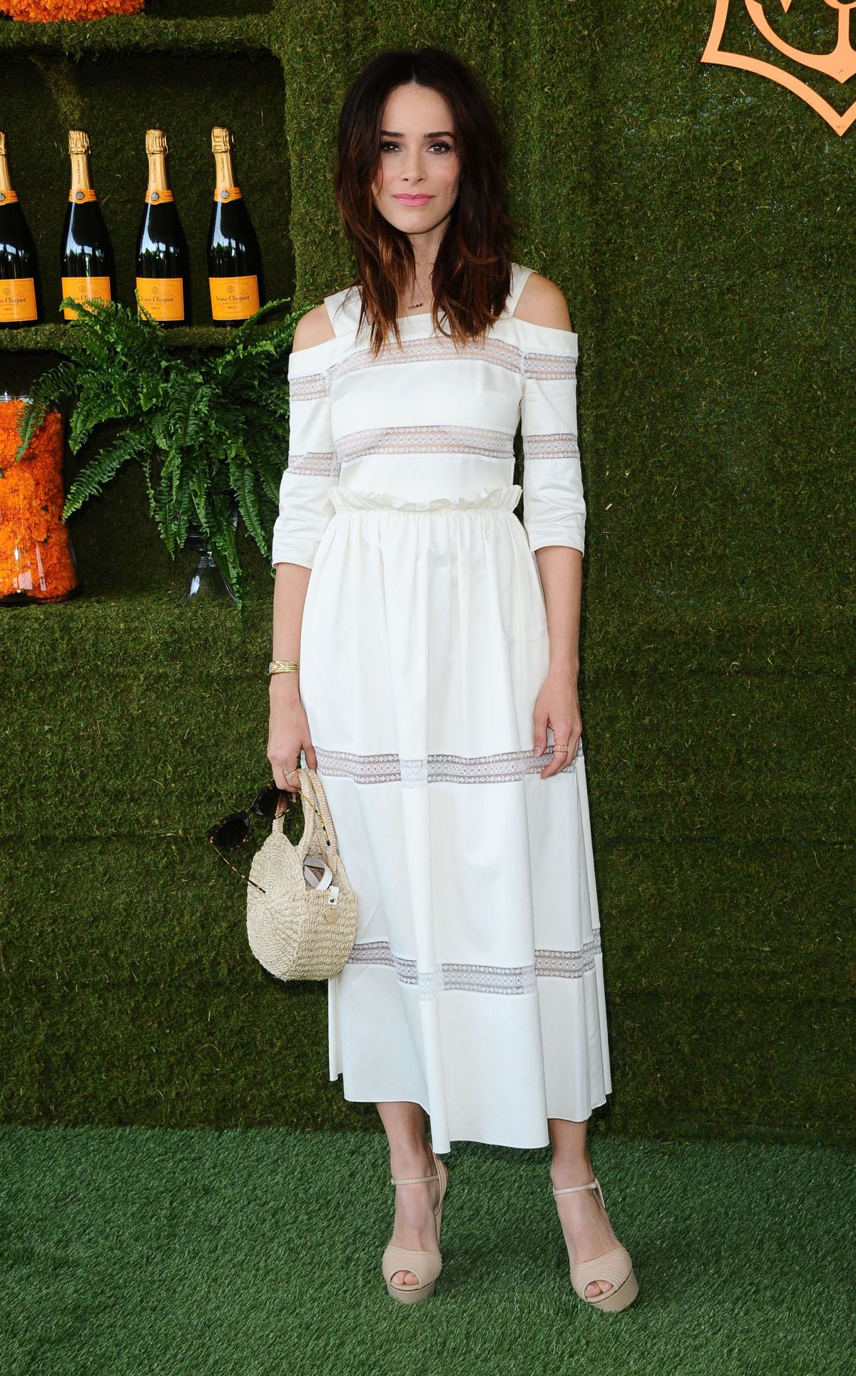 62074317_abigail-spencer-at-veuve-cliquot-polo-classic-in-la-24.jpg