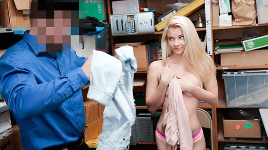 Shoplyfter:  – Riley Star