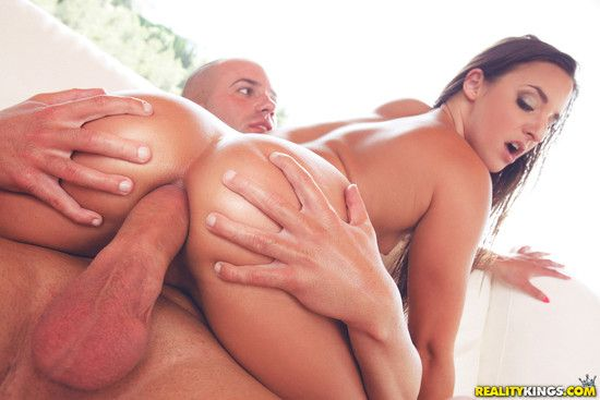 MonsterCurves: Absolutely Anal – Amirah Adara