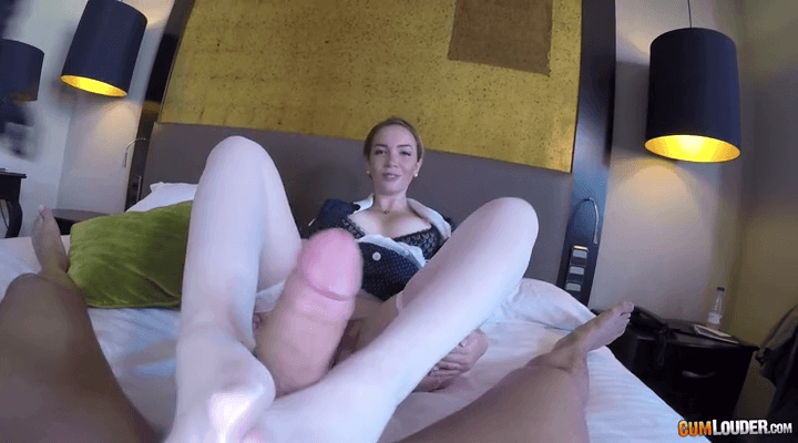 POV: Room SeXvice – Paola Guerra