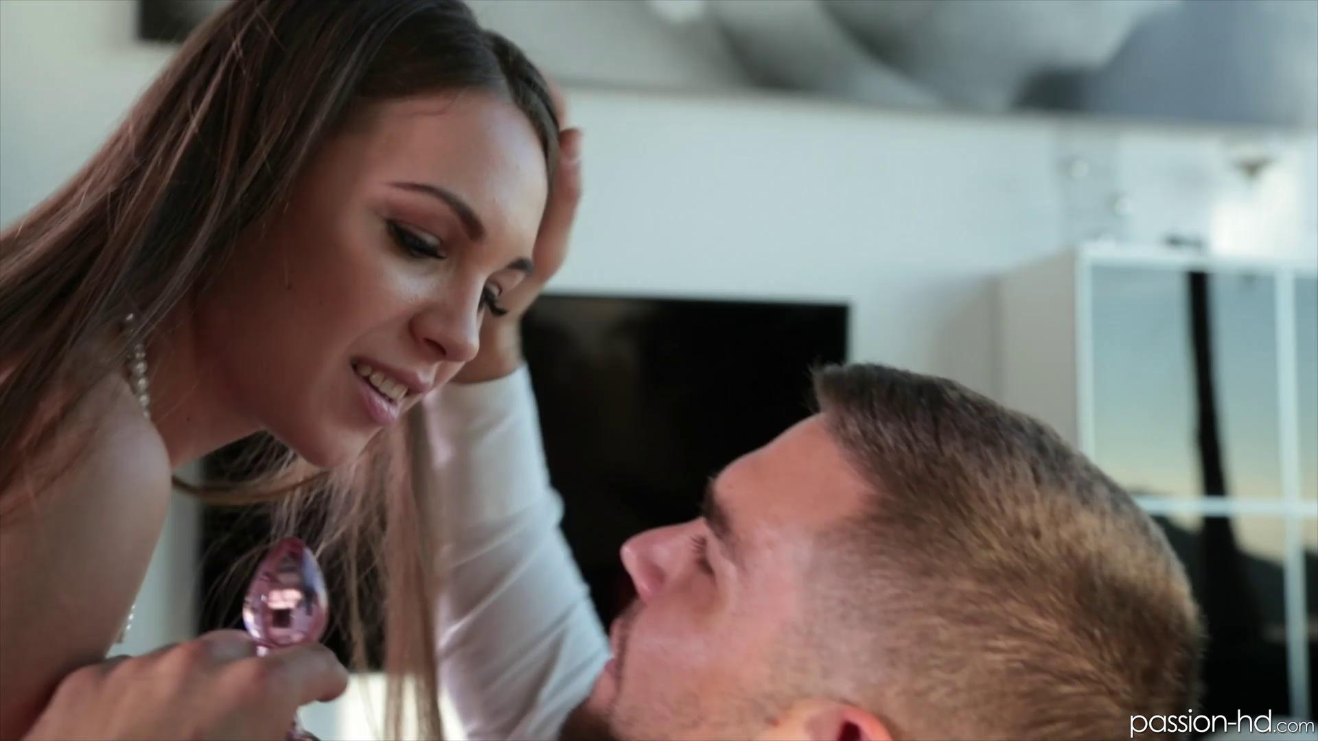 Passion-HD – Veronika Clark Finding Anal